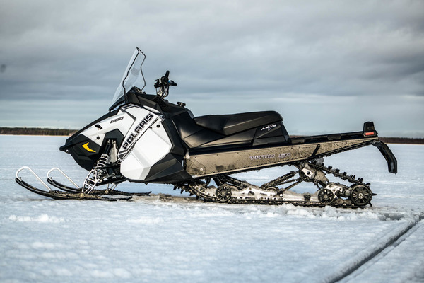 Polaris Axys Titan Adventure 800 – Multitalentti crossover