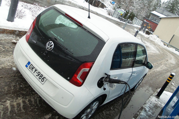 VW-UP-tankkaus-kuva