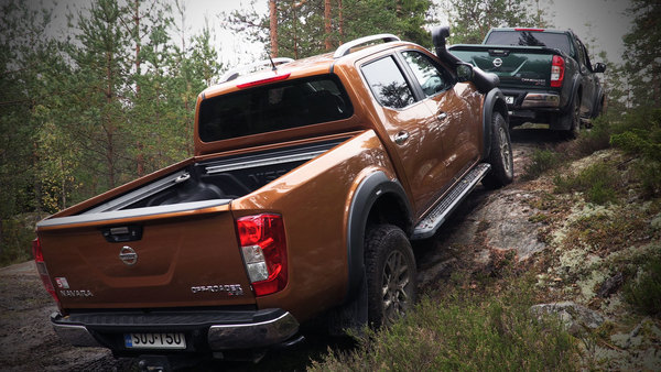 Nissan Navara Off-roader AT32 on kova rauta